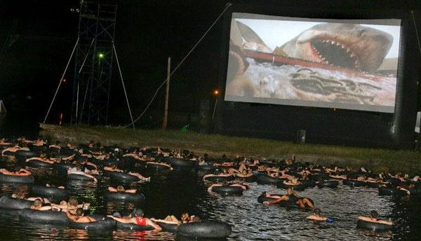 "perierga.gr - Bλέποντας τα ""Σαγόνια του καρχαρία"" μέσα στο νερό!"