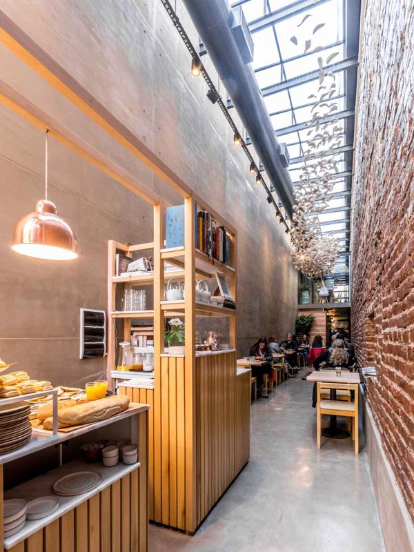 perierga.gr - Το πιο στενό εστιατόριο στον κόσμο!