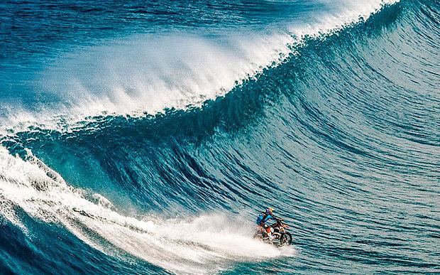 perierga.gr - Δάμασε τα κύματα με μηχανή!