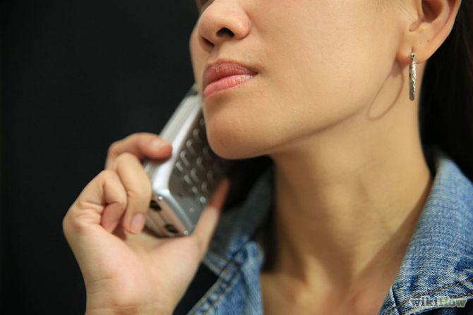 perierga.gr - Γιατί περπατάμε μέσα στο σπίτι όταν μιλάμε στο τηλέφωνο;