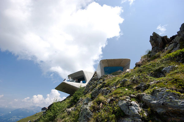 perierga.gr - Mουσείο αιωρείται στον γκρεμό!