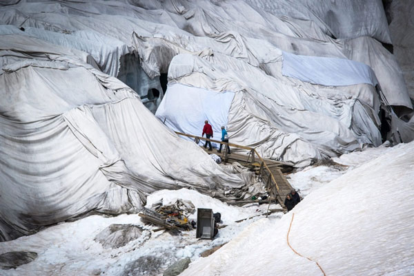 perierga.gr - Παγετώνας σκεπασμένος με κουβέρτες!