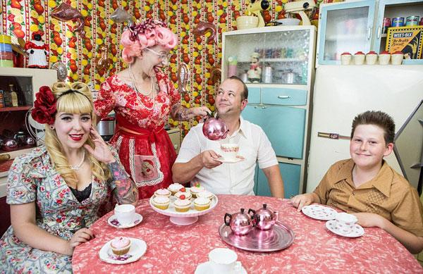 perierga.gr - Οικογένεια ζει στη δεκαετία του 1950!