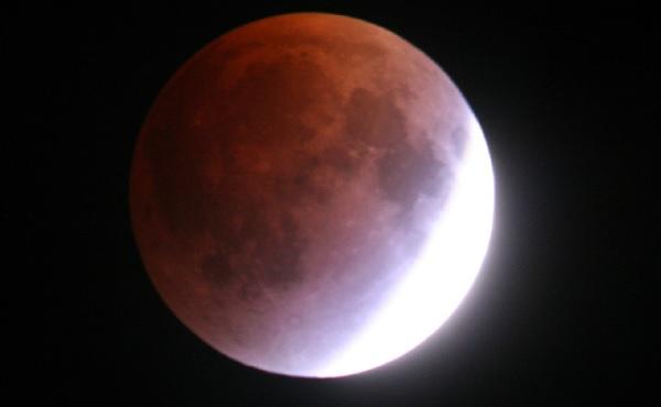 Perierga.gr - Ολική έκλειψη Σελήνης και υπερπανσέληνος μαζί!