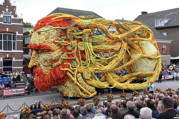 perierga.gr - H μεγαλύτερη παρέλαση... λουλουδιών στον κόσμο!