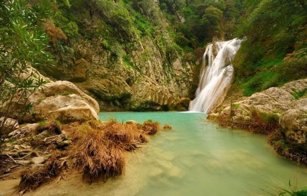 """perierga.gr - Εντυπωσιακή """"γαλάζια λίμνη"""" στη Μεσσηνία!"""