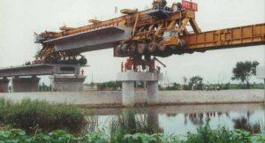 Υπερμηχάνημα κατασκευάζει γέφυρα με εντυπωσιακό τρόπο!