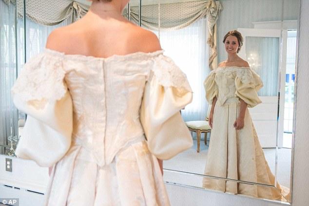 perierga.gr - Νυφικό φοριέται αδειάλειπτα για 11 γενιές!