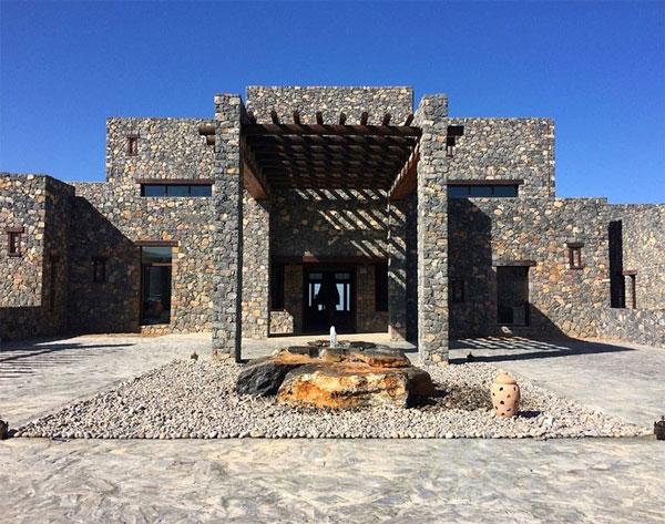 perierga.gr - Εντυπωσιακό ξενοδοχείο ανάμεσα στα βράχια!
