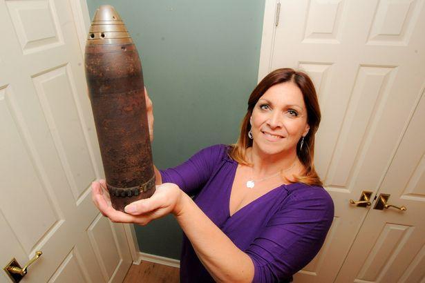 perierga.gr - Χρησιμοποιούσε ενεργή βόμβα ως βάζο για 30 χρόνια!