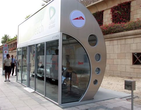 perierga.gr - Τι μπορείς να κάνεις περιμένοντας το λεωφορείο στο Ντουμπάι;