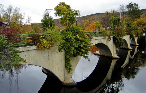 perierga.gr - Η γέφυρα των λουλουδιών!