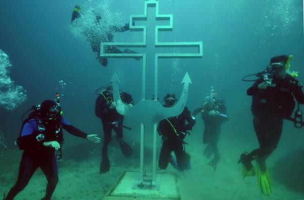 perierga.gr - Υποβρύχια εκκλησία στην Κριμαία!