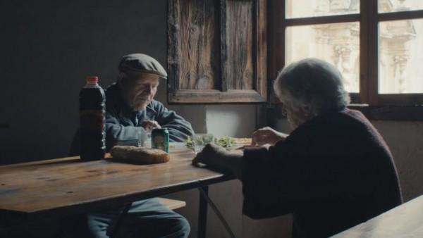 perierga.gr - Ηλικιωμένο ζευγάρι ζει μόνο του 45 χρόνια σε εκαταταλειμμένο χωριό!