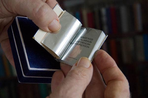 perierga.gr - Η μεγαλύτερη συλλογή μικροσκοπικών βιβλίων!