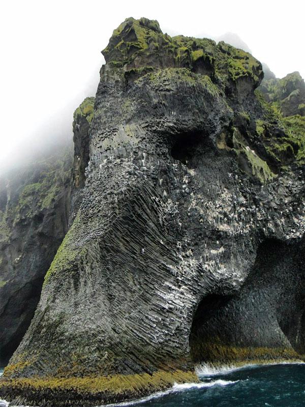 perierga.gr - Bράχος... ελέφαντας στην Ισλανδία!