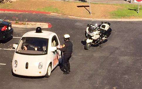Perierga.gr -Παρ' ολίγον κλήση σε αυτοκίνητο της Google... χωρίς οδηγό!