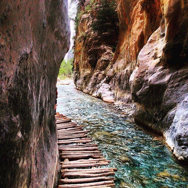 Μαγευτικές διαδρομές για περπάτημα στην ελληνική φύση!