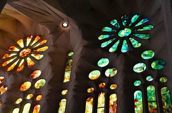 perierga.gr - H εντυπωσιακή Sagrada Familia 132 χρόνια μετά!