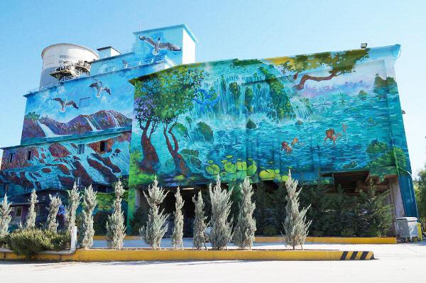 "perierga.gr - Γκράφιτι ""μεταμόρφωσαν"" το εργοστάσιο της ΤΙΤΑΝ!"
