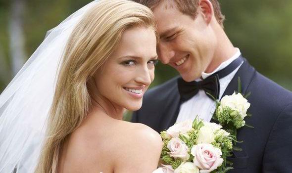 perierga.gr - Εταιρεία ανταμείβει με 10.000 δολάρια τα ζευγάρια που δεν χωρίζουν