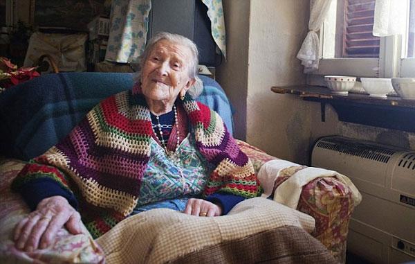 perierga.gr - Η γηραιότερη γυναίκα στην Ευρώπη έγινε 116 ετών!
