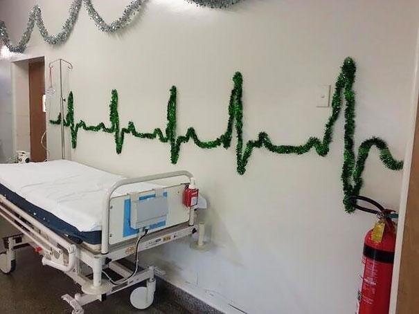 perierga.gr - Ευφάνταστη χριστουγεννιάτικη διακόσμηση σε νοσοκομεία!