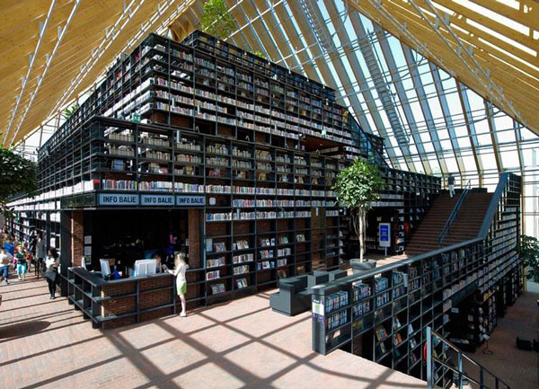 perierga.gr - Πυραμίδα γεμάτη βιβλία!