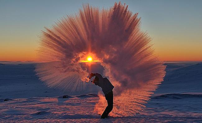 perierga.gr - Τι συμβαίνει όταν πετάς καυτό τσάι σε -40 βαθμούς Κελσίου;