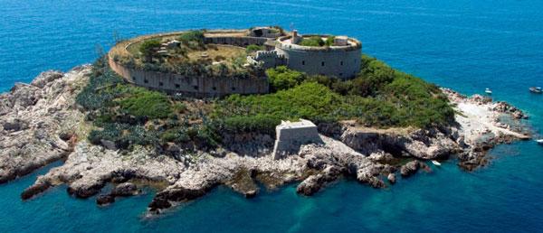 perierga.gr - Στρατόπεδο συγκέντρωσης γίνεται τουριστικό θέρετρο!