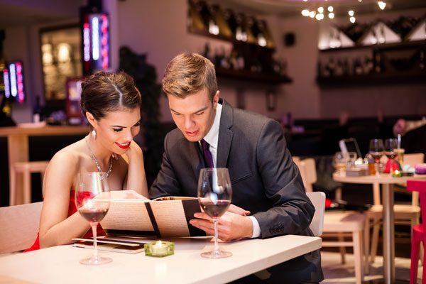 11 ψυχολογικά τρικ που εφαρμόζουν τα εστιατόρια