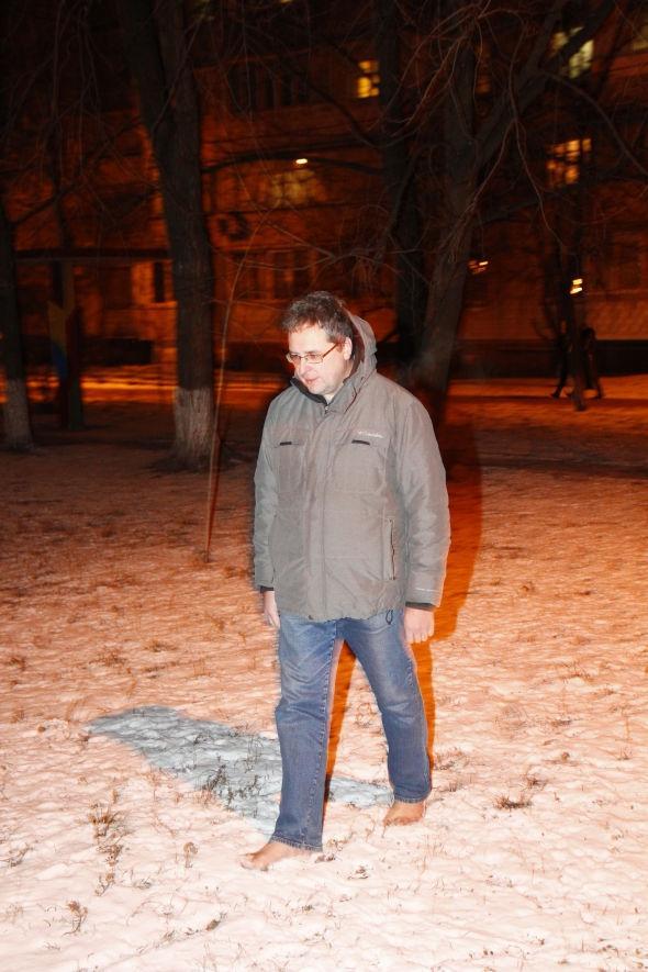perierga.gr - Περπατάει χωρίς παπούτσια τα τελευταία 10 χρόνια!