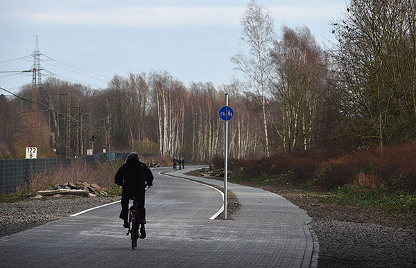 perierga.gr - Εγκαινιάστηκε σούπερ-ποδηλατόδρομος μήκους 100 χλμ.!