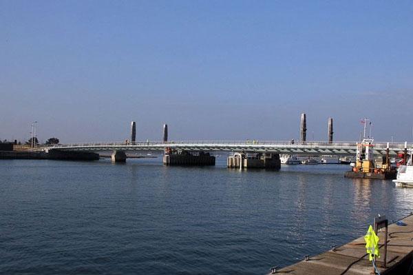 perierga.gr - Eντυπωσιακή γέφυρα θυμίζει... ιστιοφόρο!