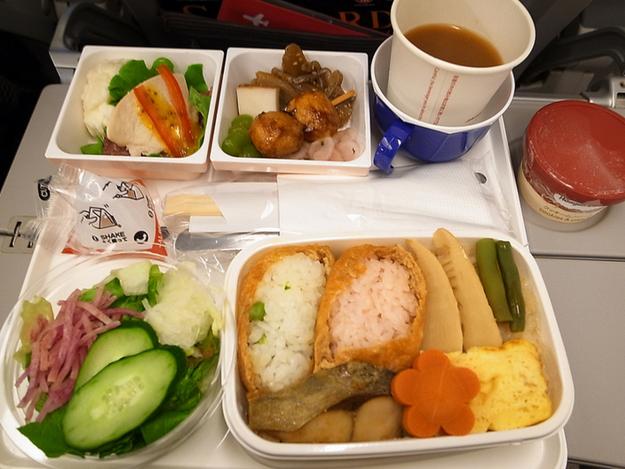 perierga.gr - Φαγητό σε πρώτη και οικονομική θέση 20 αεροπορικών εταιρειών!