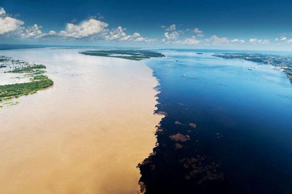 perierga.gr - Εκπληκτικές εικόνες από την ένωση δύο ποταμών!