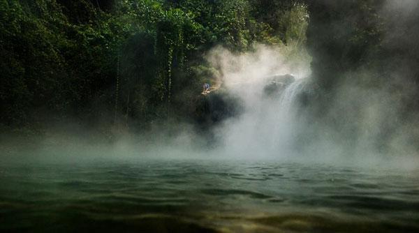 perierga.gr - Tο ποτάμι που καίει!
