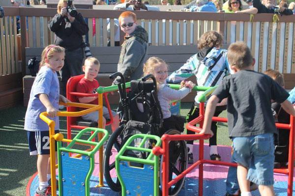 perierga.gr - Μια καταπληκτική παιδική χαρά για παιδιά με αναπηρίες