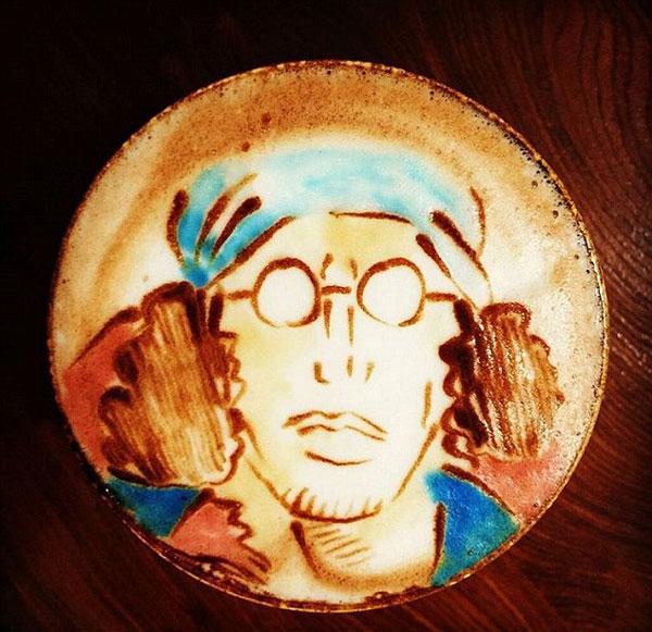 perierga.gr - Πολύχρωμα σχέδια στο αφρόγαλα του καφέ!