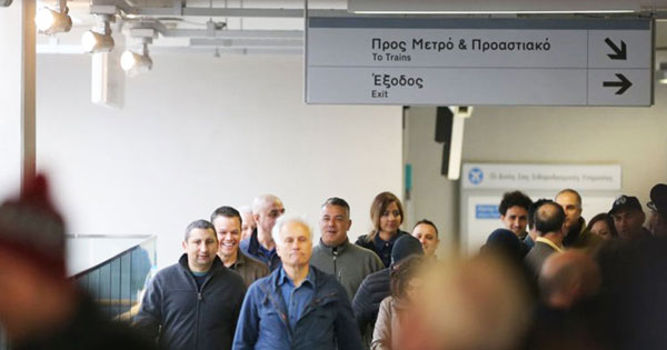 perierga.gr - Πινακίδες στα ελληνικά στο μετρό του Λονδίνου!