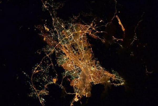 perierga.gr - «Καληνύχτα Αθήνα» από το Διάστημα!