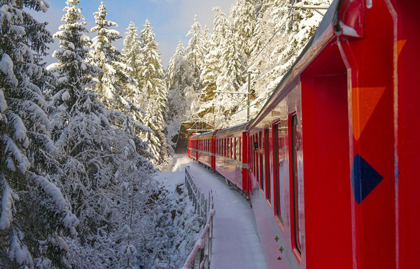 perierga.gr - Μαγευτική διαδρομή με τρένο πάνω σε 196 γέφυρες και μέσα σε 55 τούνελ!