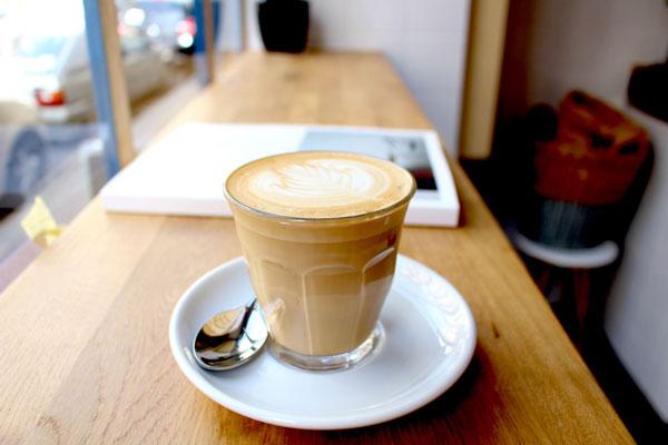 perierga.gr - Ο καφές θα κοστίζει ακριβά στη Γαλλία για τους αγενείς!