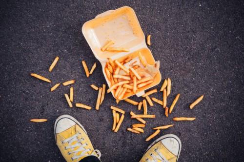 """perierga.gr - Η NASA επιβεβαιώνει τον """"κανόνα των 5΄΄"""" για το φαγητό που έπεσε στο πάτωμα!"""