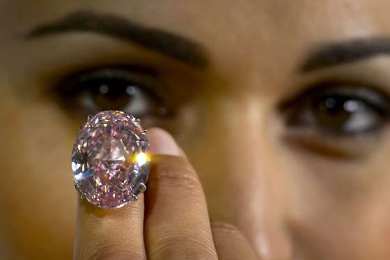 Δαχτυλίδι με οβάλ διαμάντι 59.60 καρατίων. Έγινε αντικείμενο δημοπρασίας  από τον οίκο Sotheby και έφτασε τα 83 εκατομμύρια δολάρια ac3a71874cd