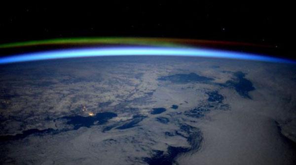 perierga.gr - Το ξημέρωμα στις παγωμένες ακτές της Ρωσίας... από το διάστημα!