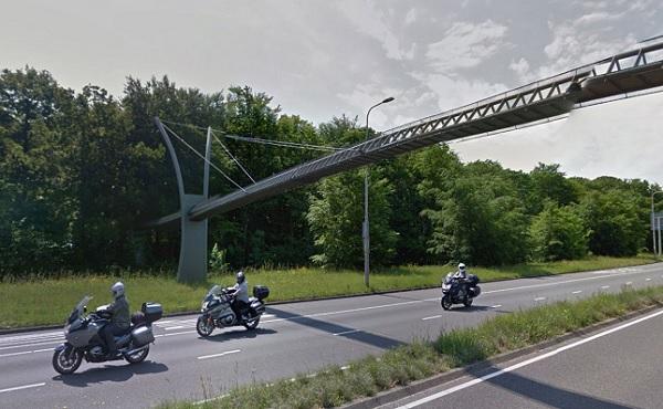 Perierga.gr - Η πιο... άχρηστη γέφυρα!