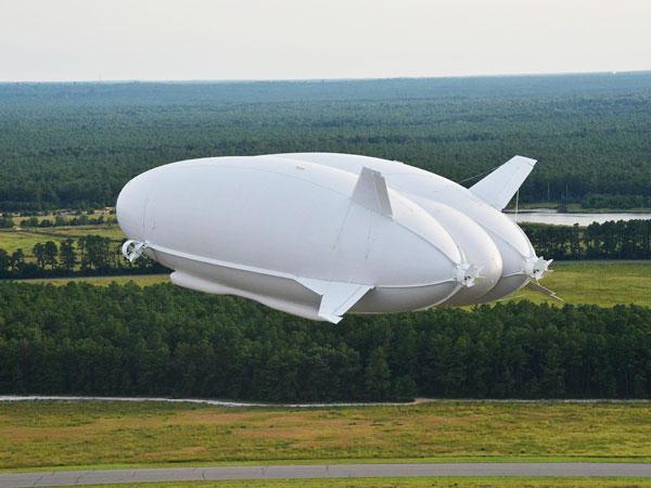 perierga.gr - Airlander 10: Το μεγαλύτερο αεροσκάφος του κόσμου ετοιμάζεται να πετάξει!