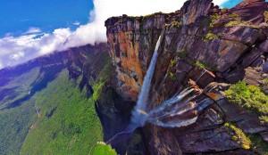 perierga.gr - Drone πετά πάνω από τον ψηλότερο καταρράκτη του κόσμου!