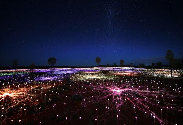 """perierga.gr - 50.000 φώτα πλημμύρισαν την """"Κόκκινη Έρημο""""!"""